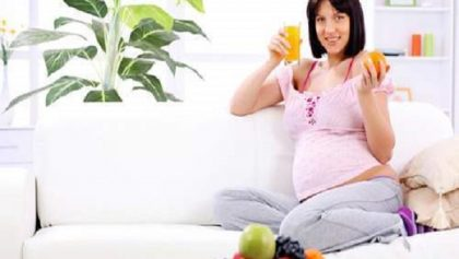 Uống nước có lợi hại như thế nào đối sức khỏe bà bầu